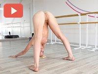 Голая девушка йога
